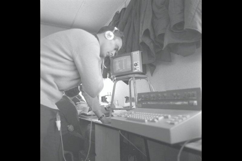 JO Hiver Grenoble 1968 - Une cabine de chronomÈtrage.